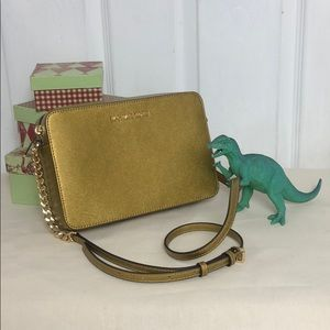 MICHAEL KORS jet set crossbody in old gold